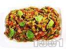 Рецепта Салата от замразен зелен фасул (зелен боб), лук, чесън, домати от консерва или буркан и маслини